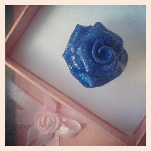 anello rosa blu in fimo