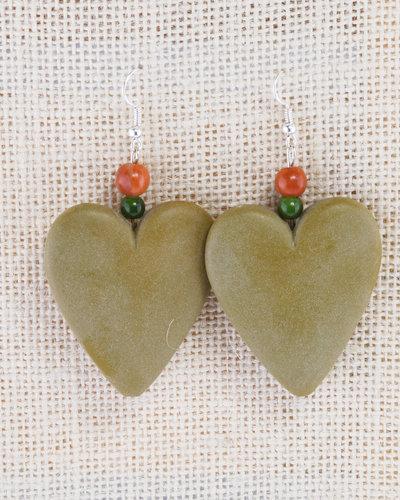 orecchini cuore in resina, fatti a mano verde acido