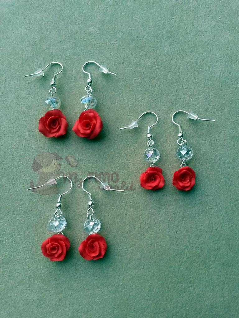 Orecchini pendenti con rose e perle fimo