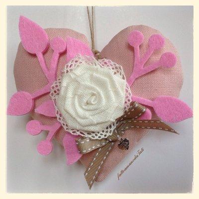 Cuore ❤️ in lino rosa con rosa in lino bianco