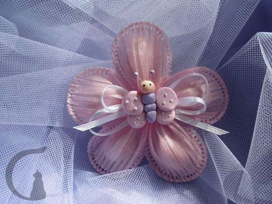 Farfallina in fimo realizzata interamente a mano in pasta FIMO ideale per decorare le vostre bomboniere