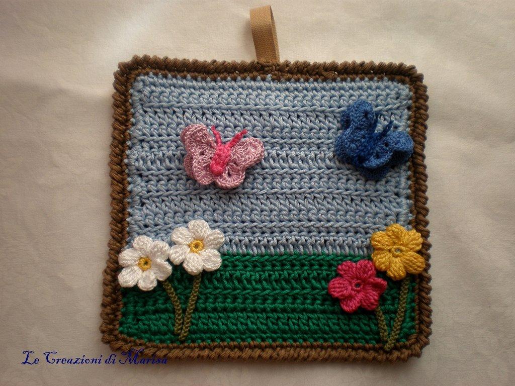 quadretto primavera uncinetto con farfalle e fiori