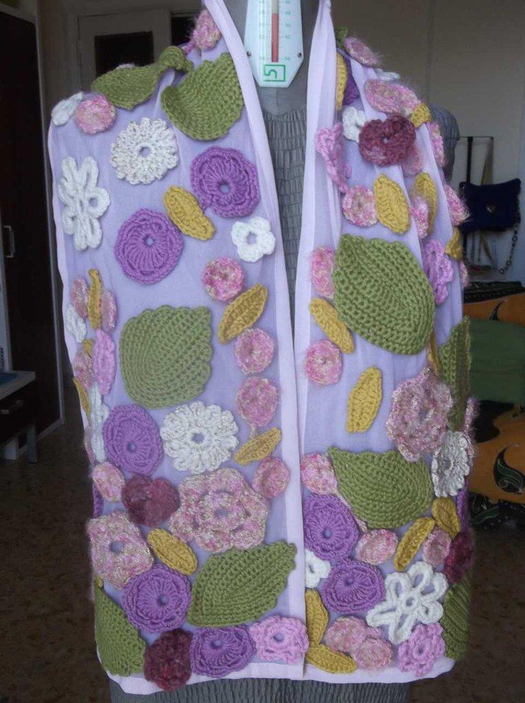 Sciarpa tessuto e fiori in lana