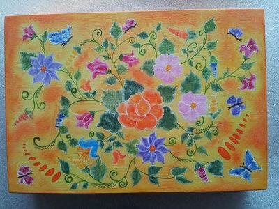 scatola in legno fatta a mano e dipinta