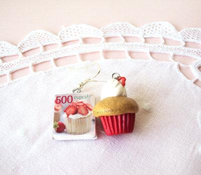Orecchini con cupcake rosso e mini libro in fimo