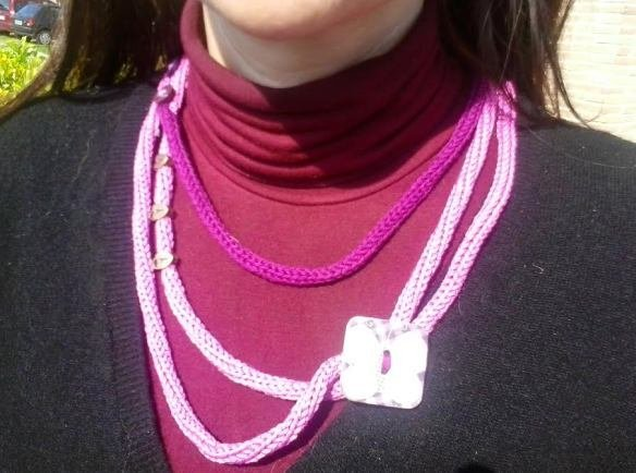 collana rosa e viola farfalla