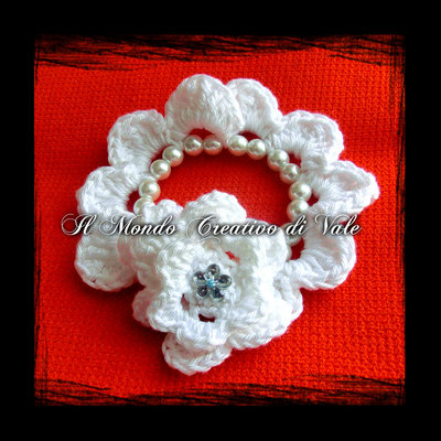 Bracciale fiori e perle