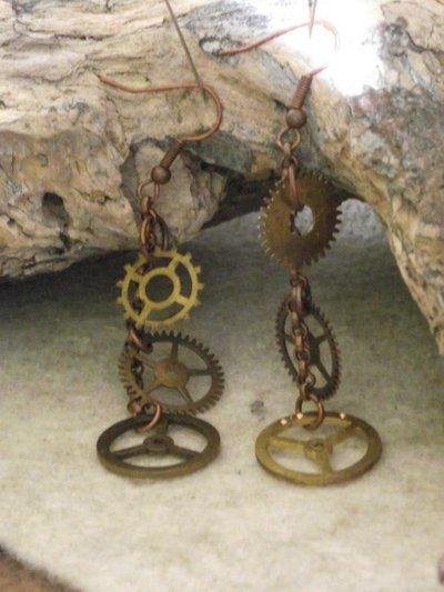 orecchini pendenti in steampunk