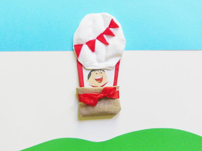 Cornice 'mongolfiera' di feltro: per bomboniere che portano i vostri bambini tra le nuvole