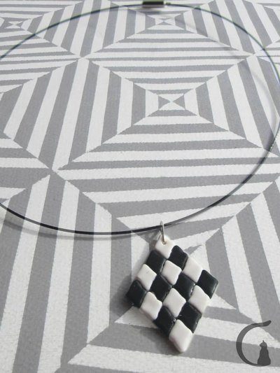 Collana rigida con ciondolo realizzato a mano in pasta fimo - Serie rombi