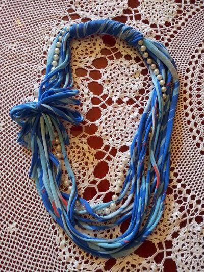 Collana in fettuccia blu e rossa