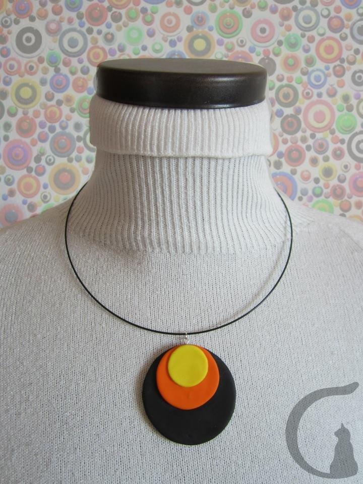 Collana rigida con ciondolo realizzato a mano in pasta fimo - Serie cerchi