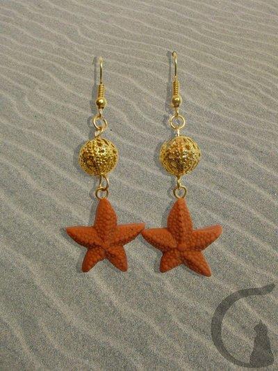 Orecchini pendenti con ciondoli in pasta fimo, swarovsky e perle in filigrana - Stelle marine