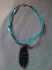 collana con pendente blu