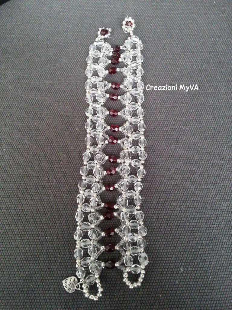 Bracciale con perline rosse e trasparenti e  filo in nylon