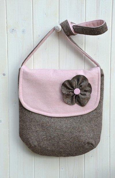 Borsa a tracolla in lana marrone e rosa con pochette abbinata in omaggio
