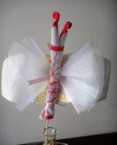 Farfalla di pannolini con bavaglino
