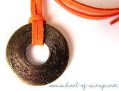 Collana con ciondolo color bronzo con glitter  e cordoncino arancio - collezione HARDWARE di Tramontana