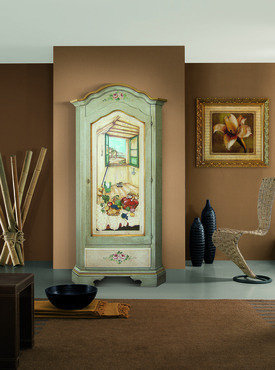 armadio in legno dipinto a mano