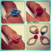 Anellini con perle e roselline colorate