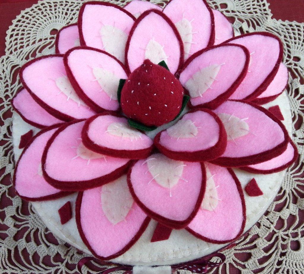 scatola rivestita e decorata in feltro cheesecake alla fragola