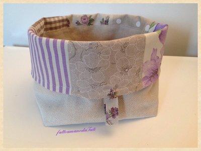 Cestino portapane in cotone patchwork sui toni del lilla/ecrù