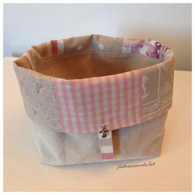 Cestino portapane patchwork in cotone sui toni del rosa ed ecrù
