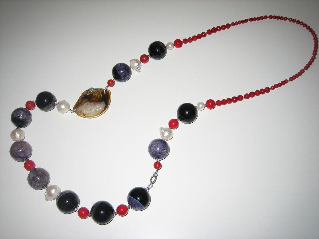 collana lunga con corallo e perle