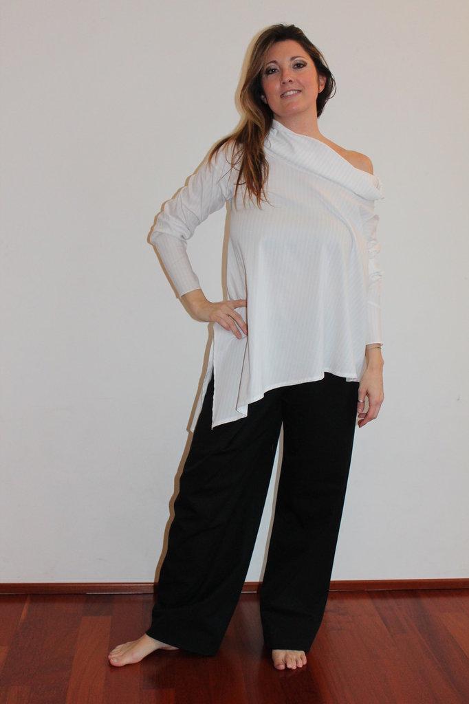 camicia asimmetrica ampia e coprente anche per taglie abbondanti