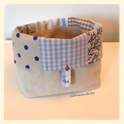 Cestino portapane in cotone patchwork sui toni azzurro/ecrù