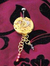 spilla meccanismo orologio dorato