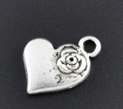 5x Charm cuore con fiore argento antico