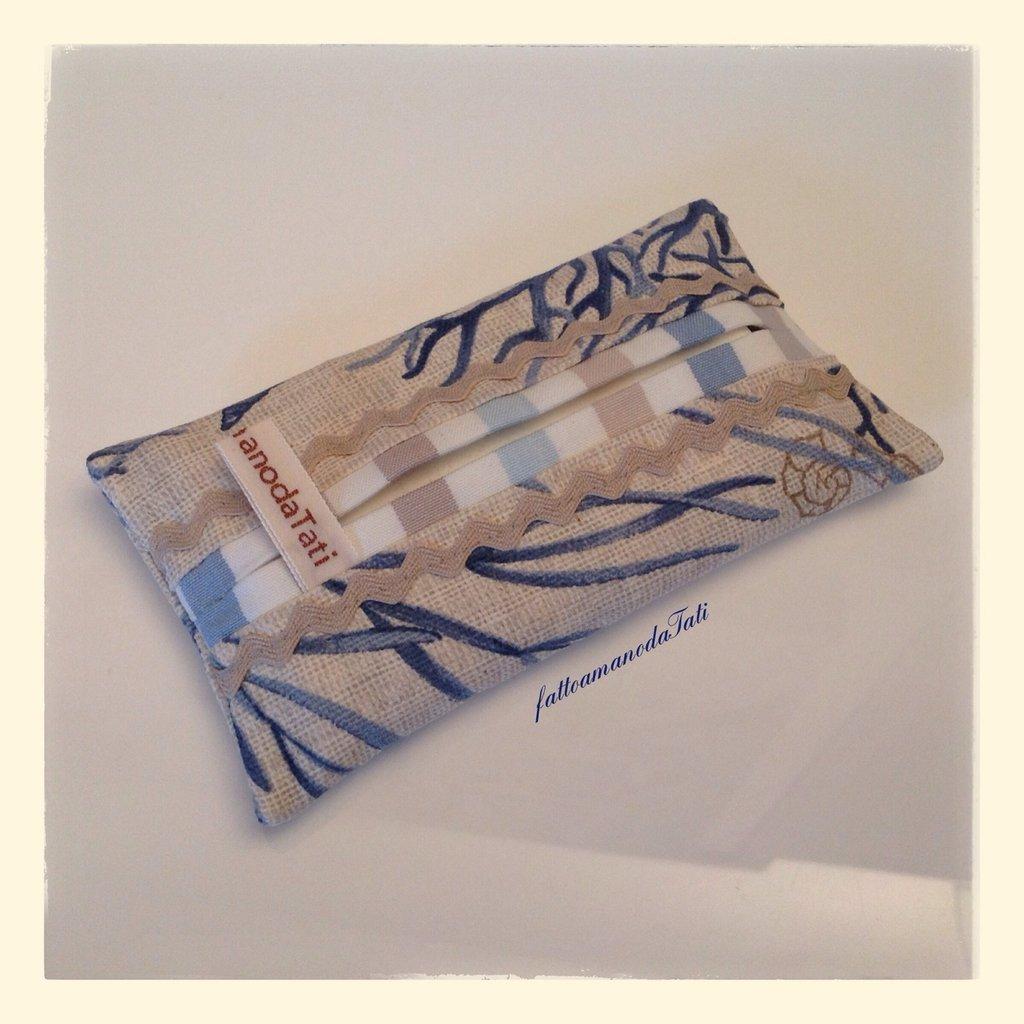 Portafazzoletti da borsa in cotone fantasia marina sui toni blu/ecrù