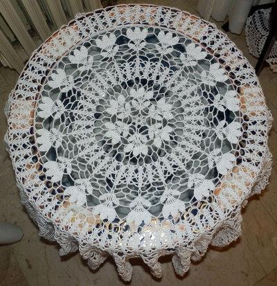 Centro copri tavolo rotondo per la casa e per te - Centro tavolo all uncinetto ...