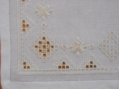 Centro hardanger bianco/beige con perline   per la casa e per te ...