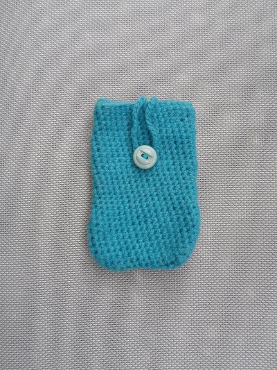 Portacellulare in lana fatto a mano con l'uncinetto