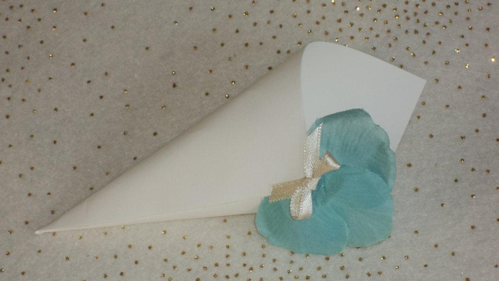 coni riso confettata in cartoncino petali tiffany
