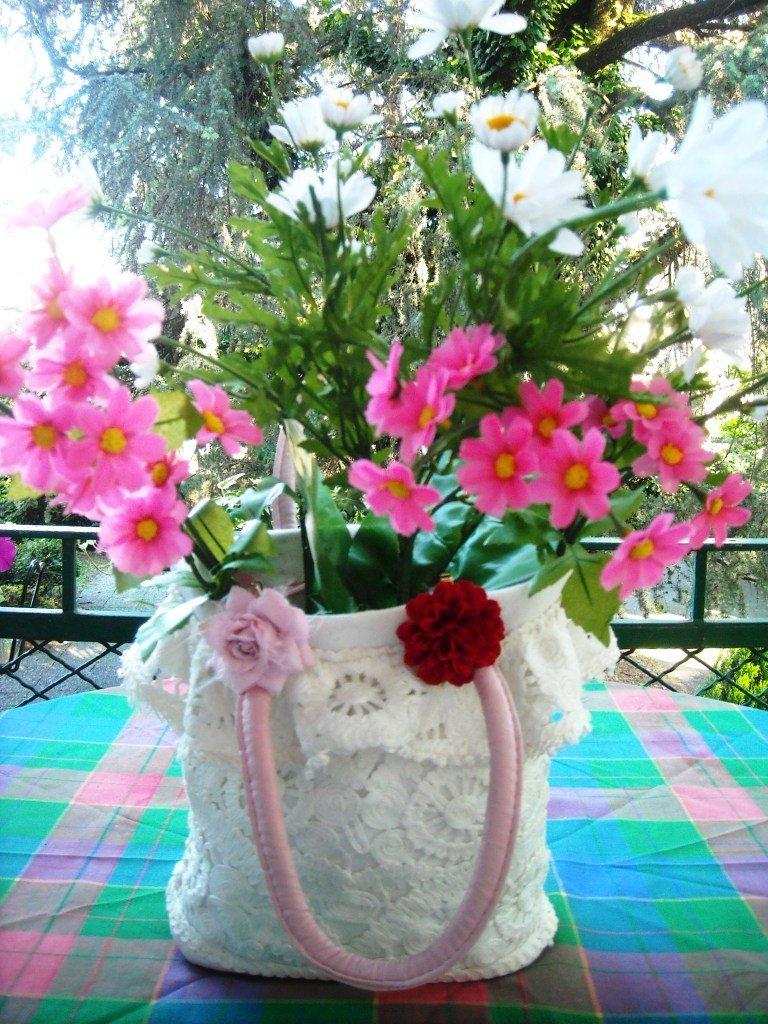 """Borsa """" vaso di fiori"""" cucita a mano con pizzi e stoffa: idea regalo originale!!!"""