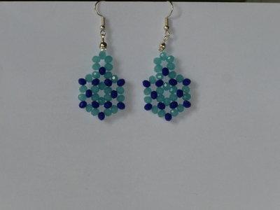 Orecchini pendenti con perline interamente fatti a mano