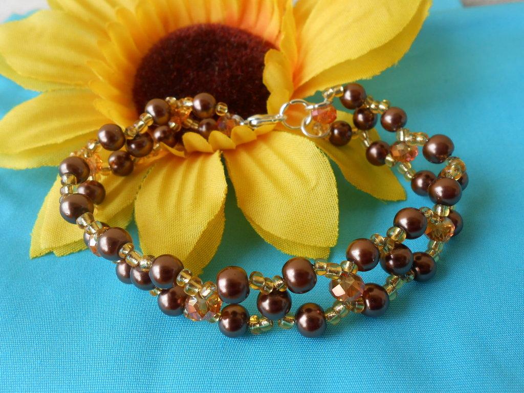Bracciale su cavetto con perle , perline e cristalli, idea regalo.