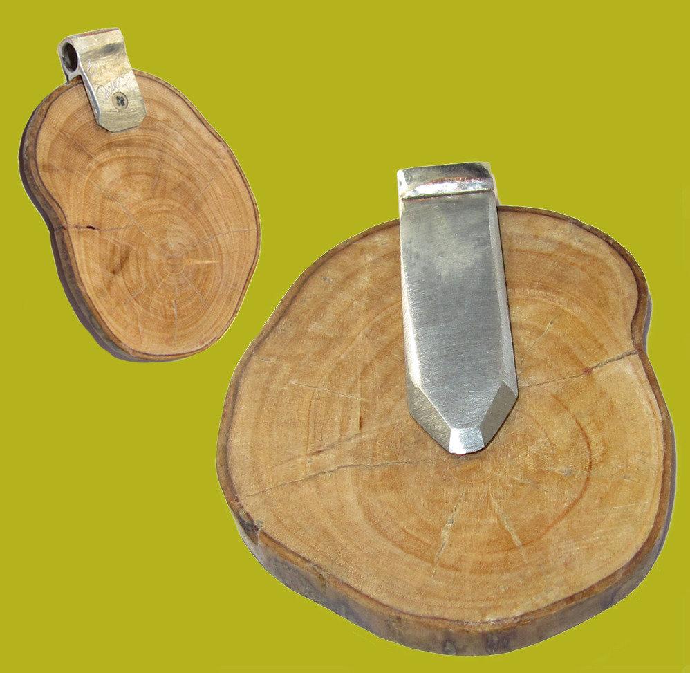 Ciondolo in legno e metallo