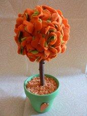 Piantina fiorita in feltro con vaso di ceramica decorato
