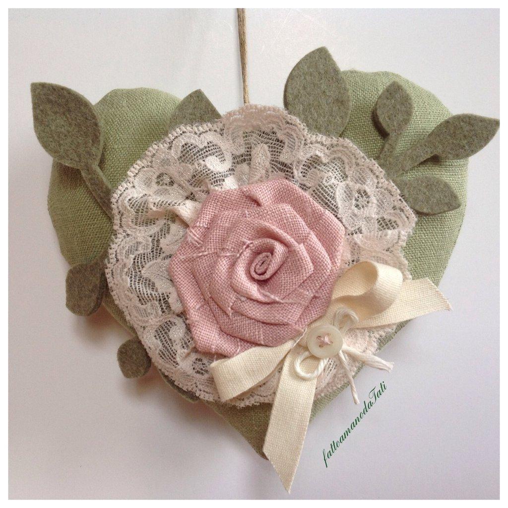 Cuore 💚 in lino verde con rosa di lino rosa