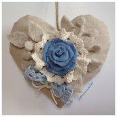 Cuore  in cotone grezzo con  rosa di lino azzurro