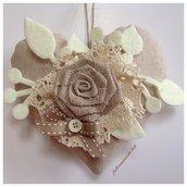 Cuore in cotone grezzo ❤️ con rosa di lino ecrù