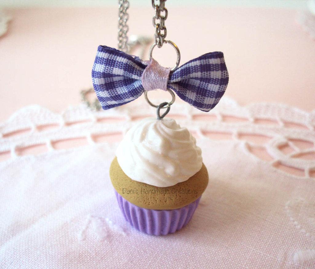 Collana cupcake in fimo nero o lilla con fiocco scozzese