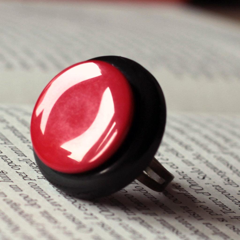 A16.14 - Anello rosso con bottoni - Linea Retro