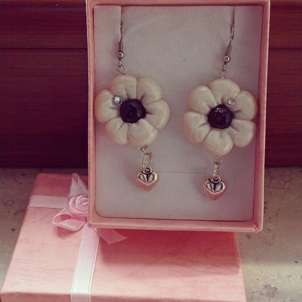 orecchini fiore bianco
