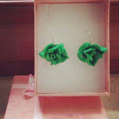 orecchini monachella in fimo rosa verde