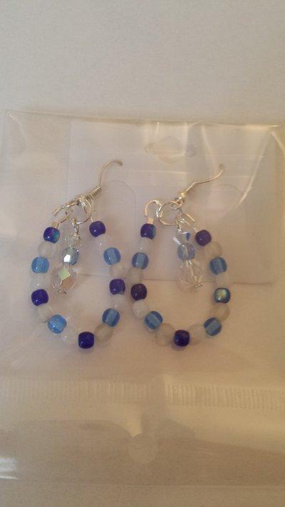 Orecchini perle di vetro mix blu e pendente
